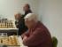 Albstadts Pensionäre am Brett im Einsatz: vorne Rolf Schönegg, dahinter Reginald Borkert (im Hintergrund Edik Hovhannisyan).