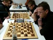 Mannschaftsführer Frank Brenner (vorne links) auf der Suche nach dem richtigen Plan